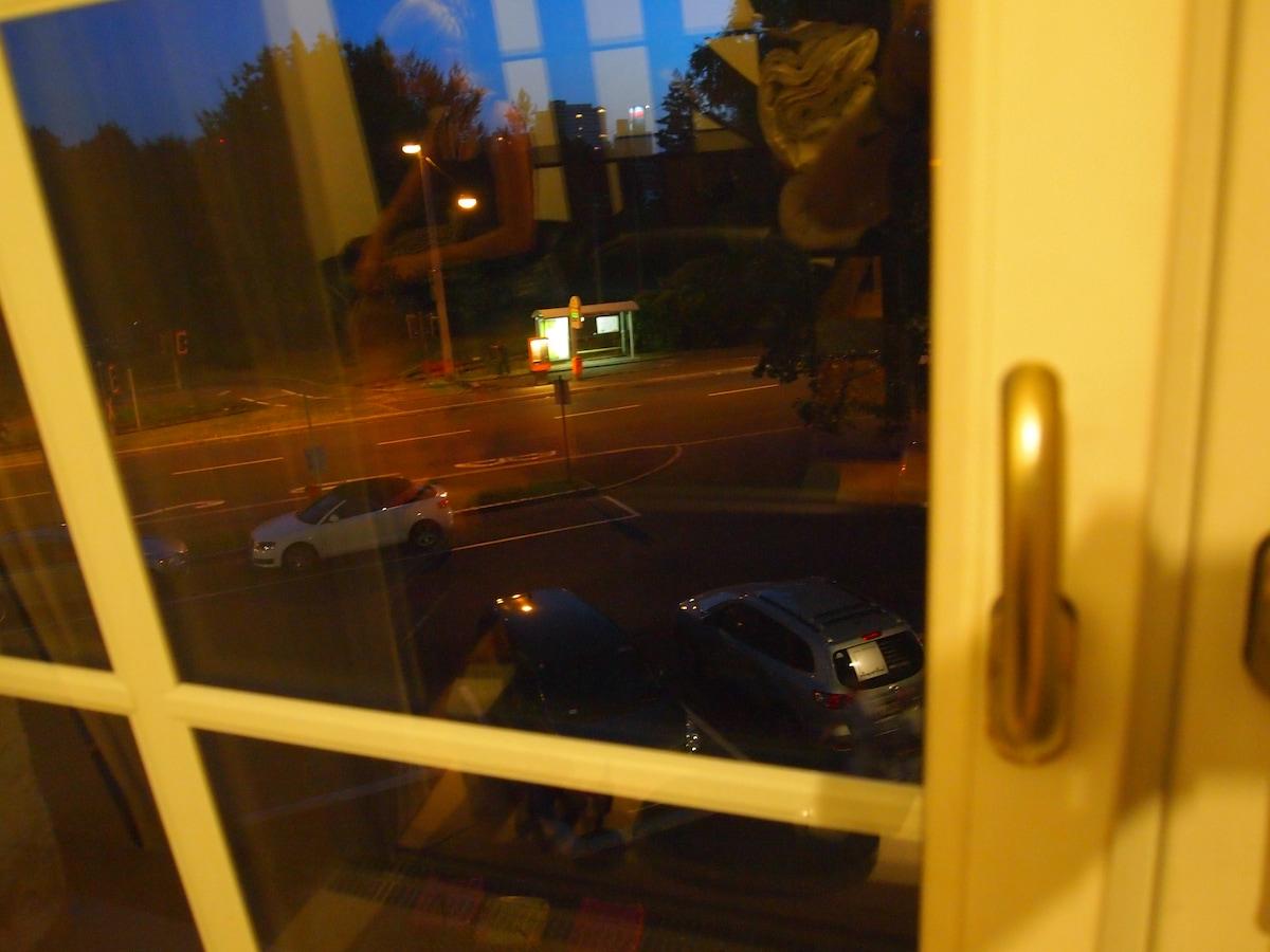 Bus Stop direkt vor dem Haus! ;)