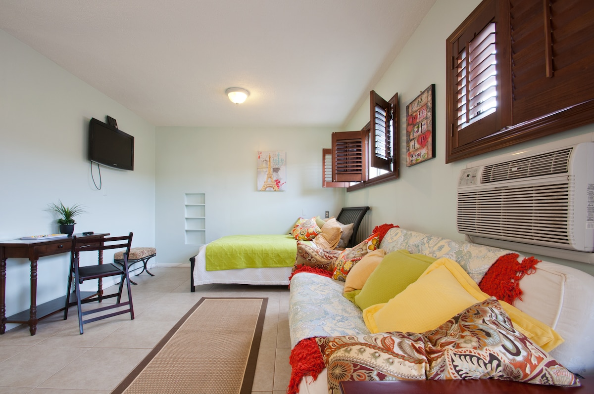 Queen Size Bed & Full Size Fold Out Bed. The shutters can be drawn and you can sleep late! Also Ac/Heating in apt.