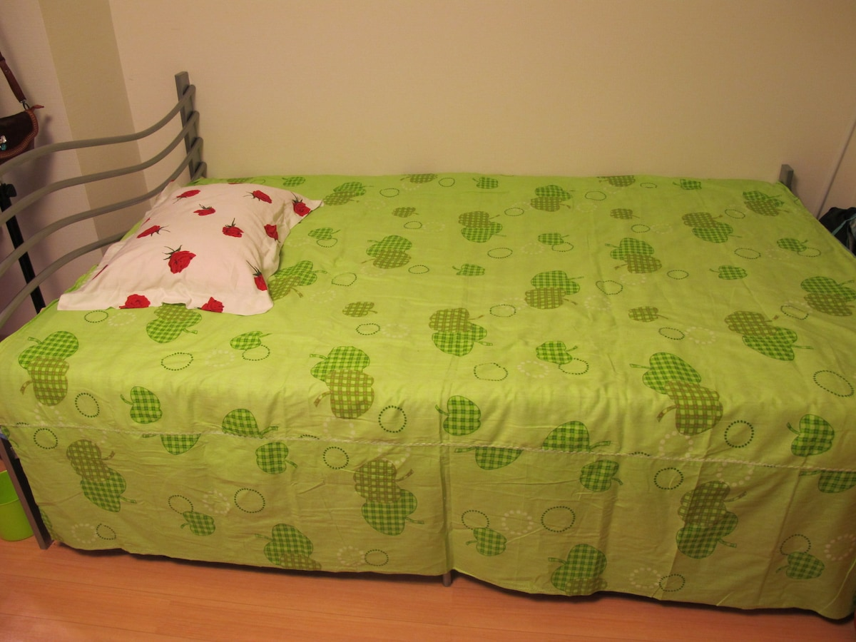 Bed(semi-double size) only for 2 female guests booking together.