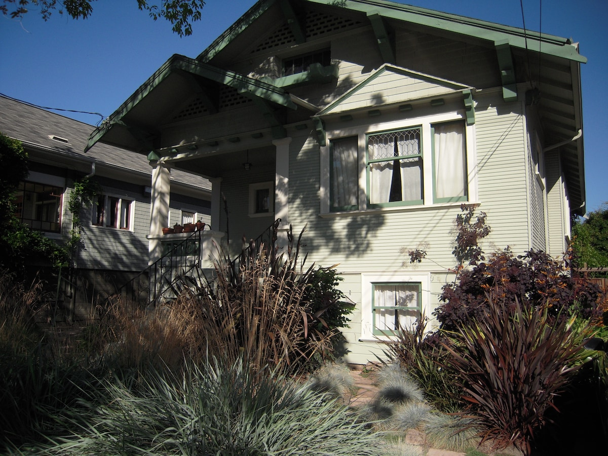 My 1912 Craftsman-style bungalow. Entrance to guest suite is through the back yard. Driveway reserved for my guests.