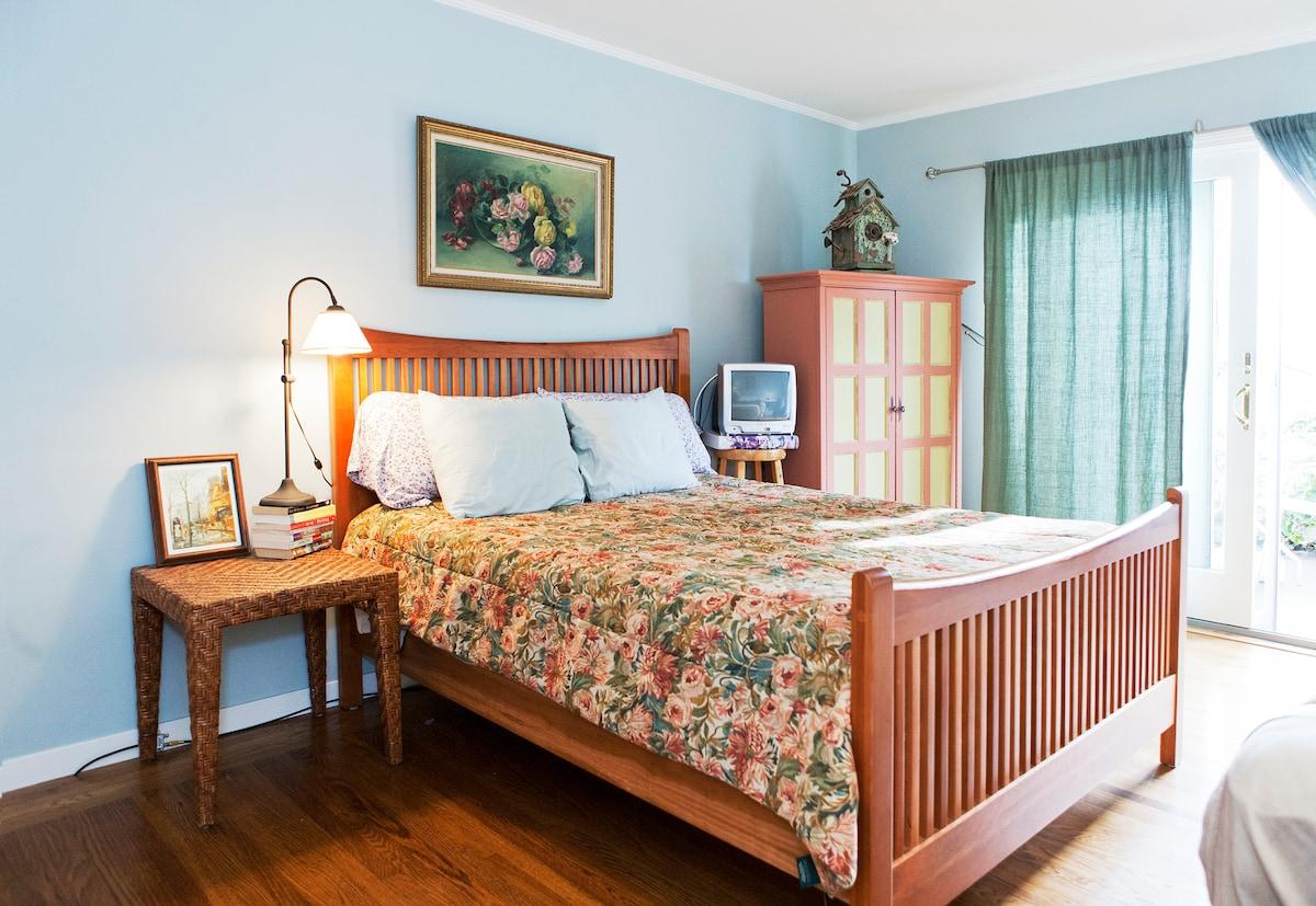 Master bedroom - queen bed (TV is no longer in master bedroom, has been moved to sitting room).