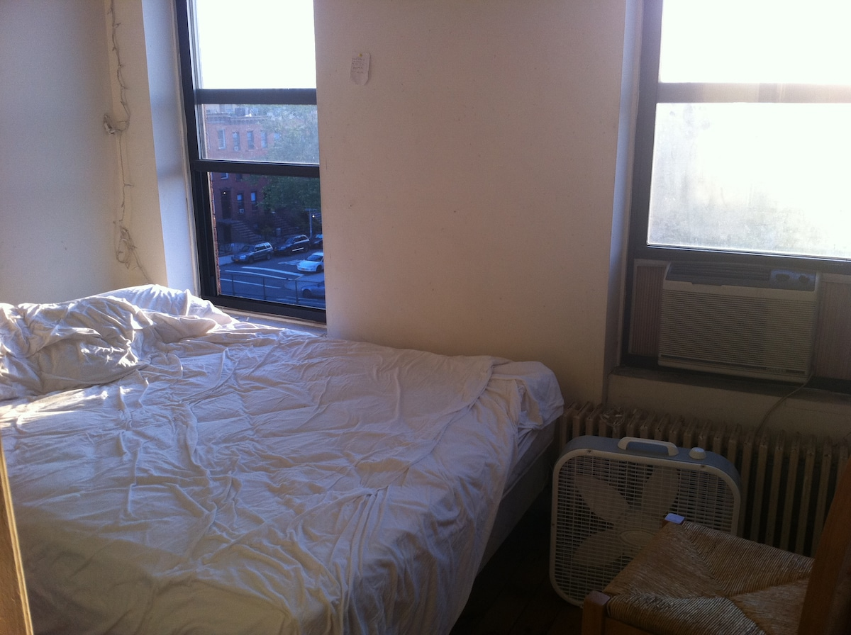 Your room. A sunny view onto Hicks Street. Breeze, cool AC for summer travelers!