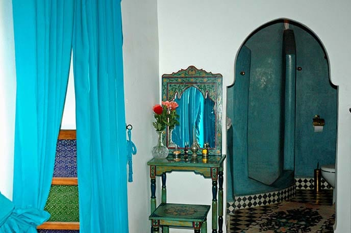 Turquoise room dressing table