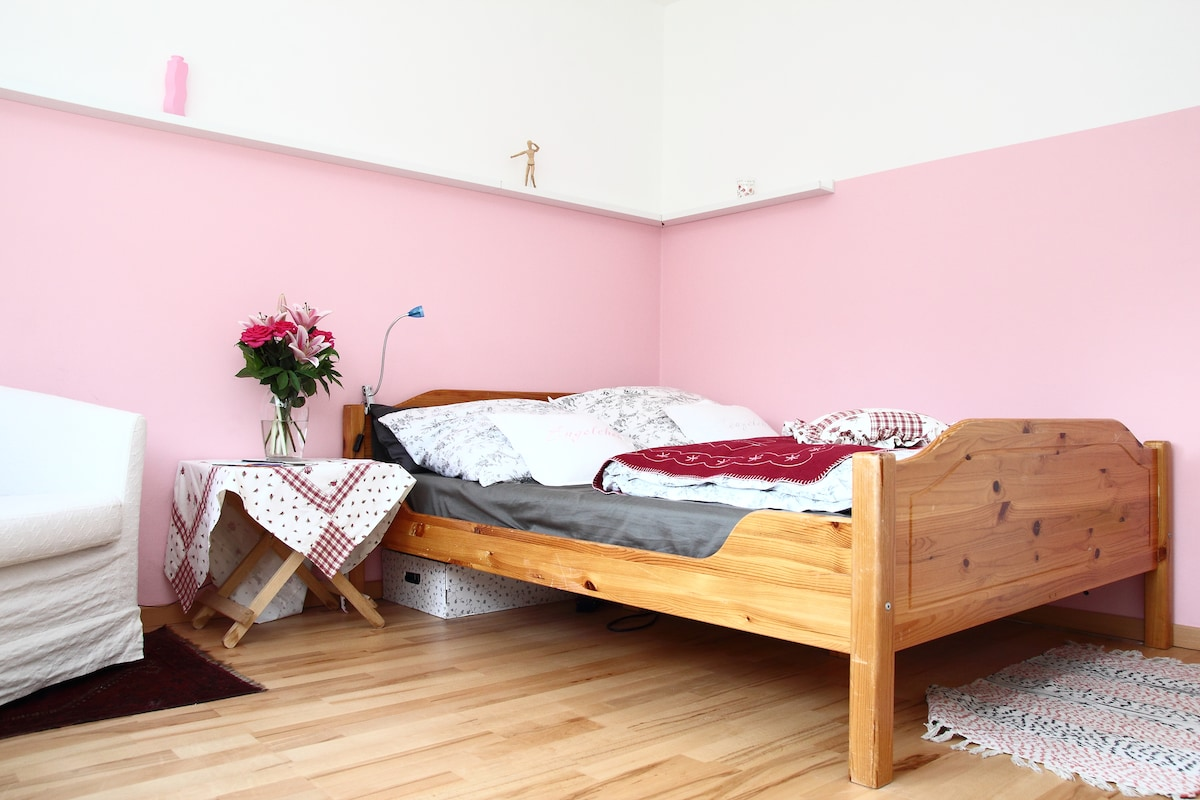 Pretty in Pink - Lovely Room for2