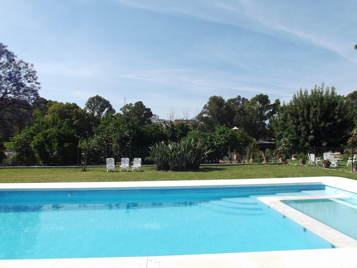 Villa, huge pool, gardens,badminton