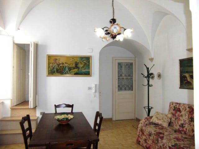 Traditional House, Puglia (Apulia)