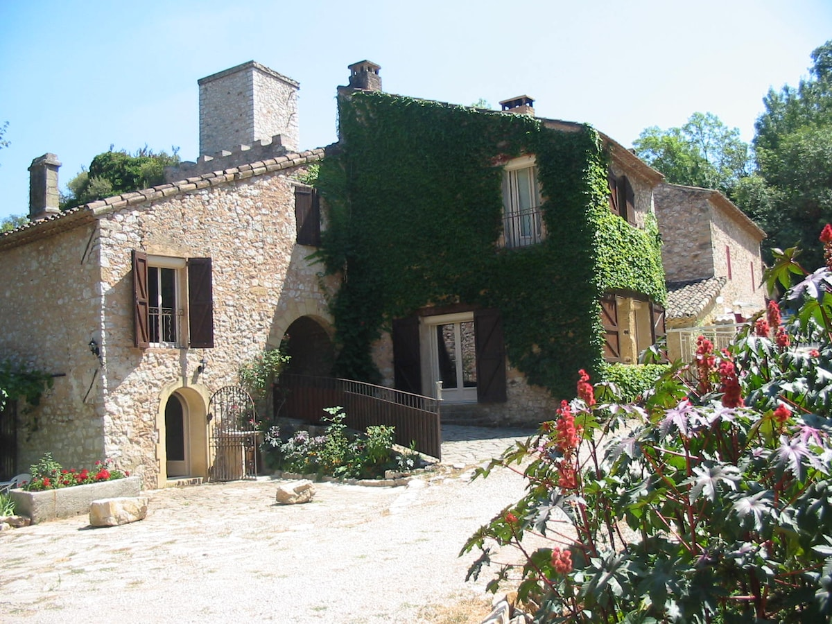 """The """"Moulin des Rocs"""" welcomes you"""
