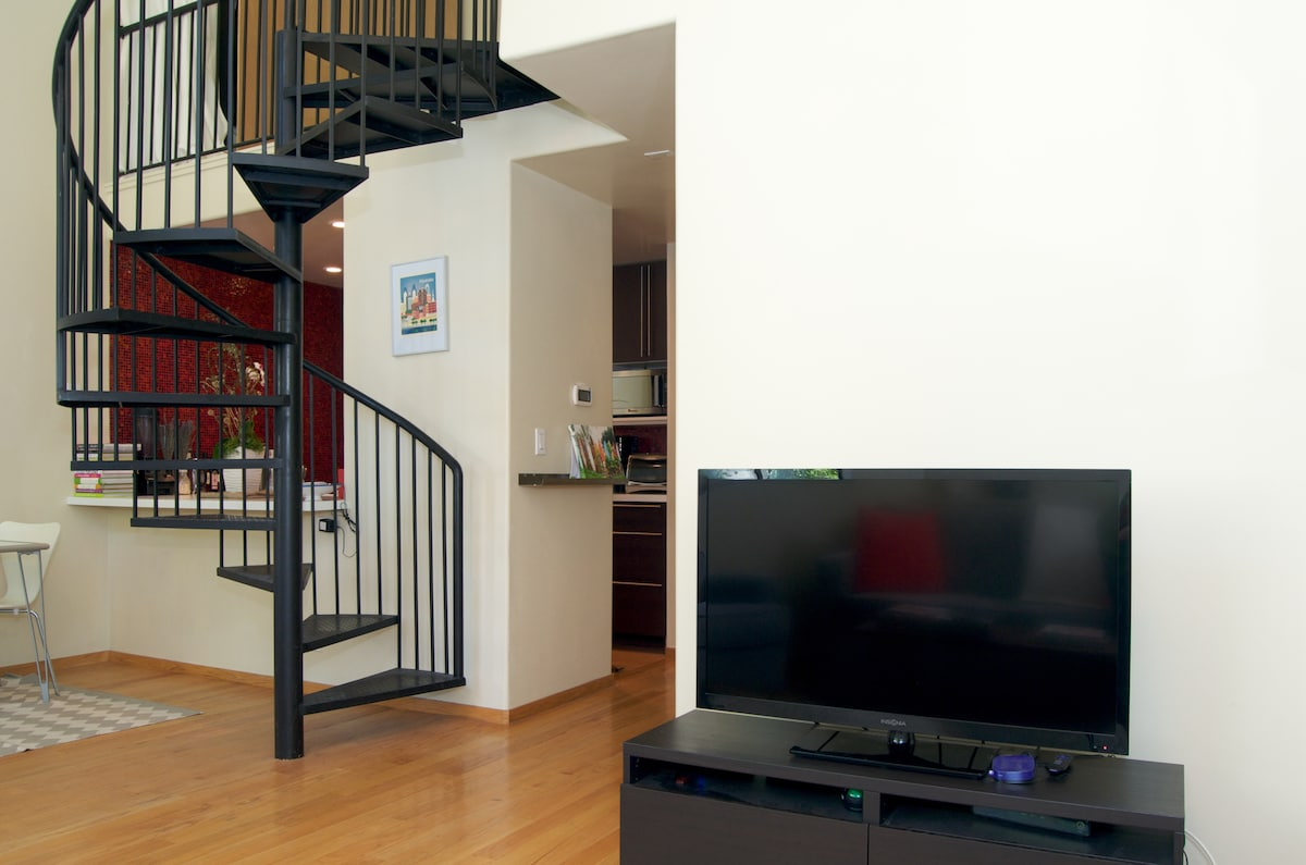 Flat screen TV comes with Cable, HBO, Chromecast & Roku player for streaming content.