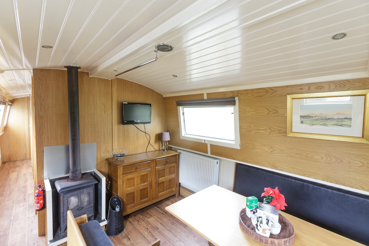 Relaxing Boating Holiday, sleeps 9