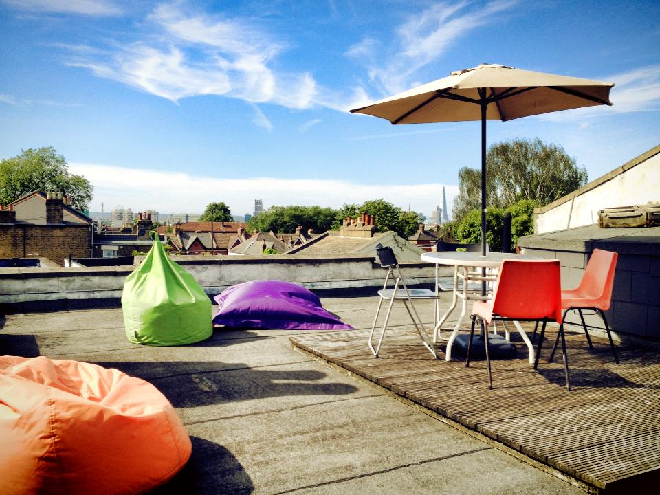 Large roof terrace with a great panoramic view over London. With table and bean bags.