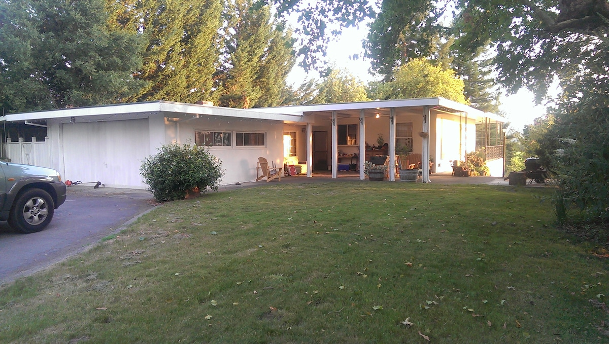 GREAT DOG FRIENDLY SEBASTOPOL HOUSE