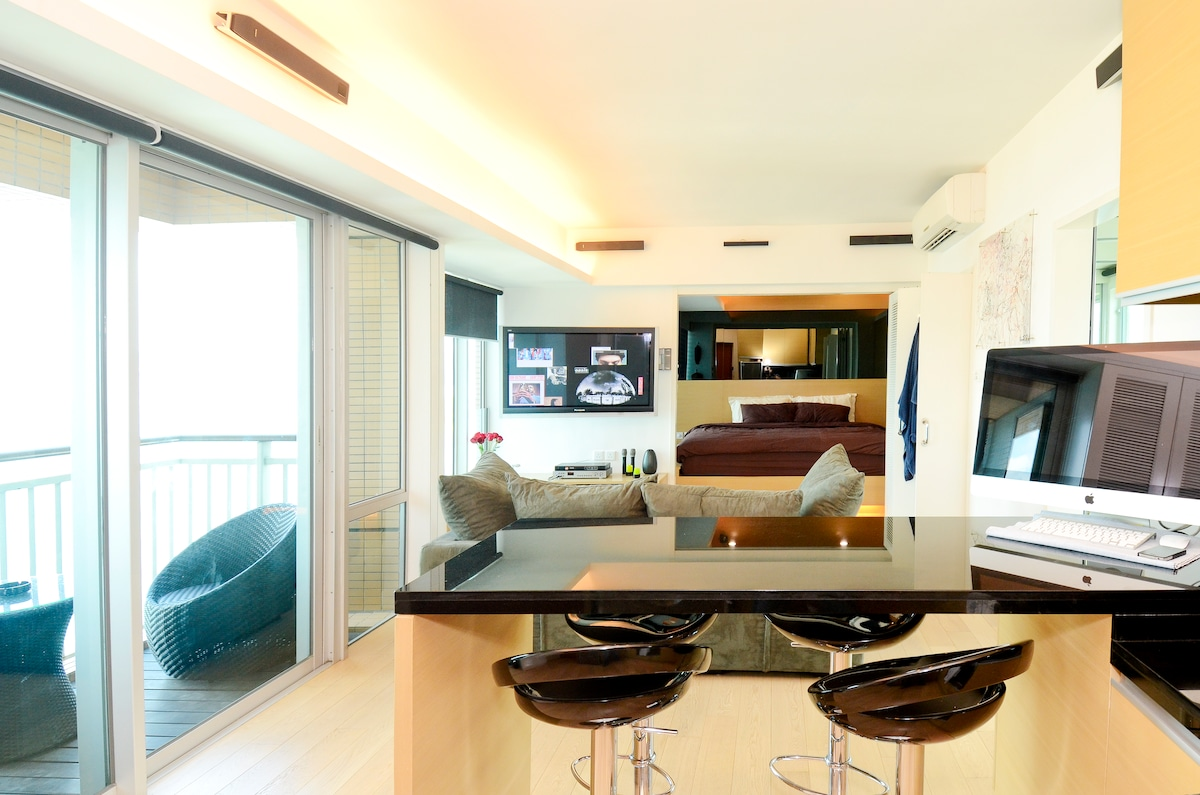 Modern HK flat with harbor view