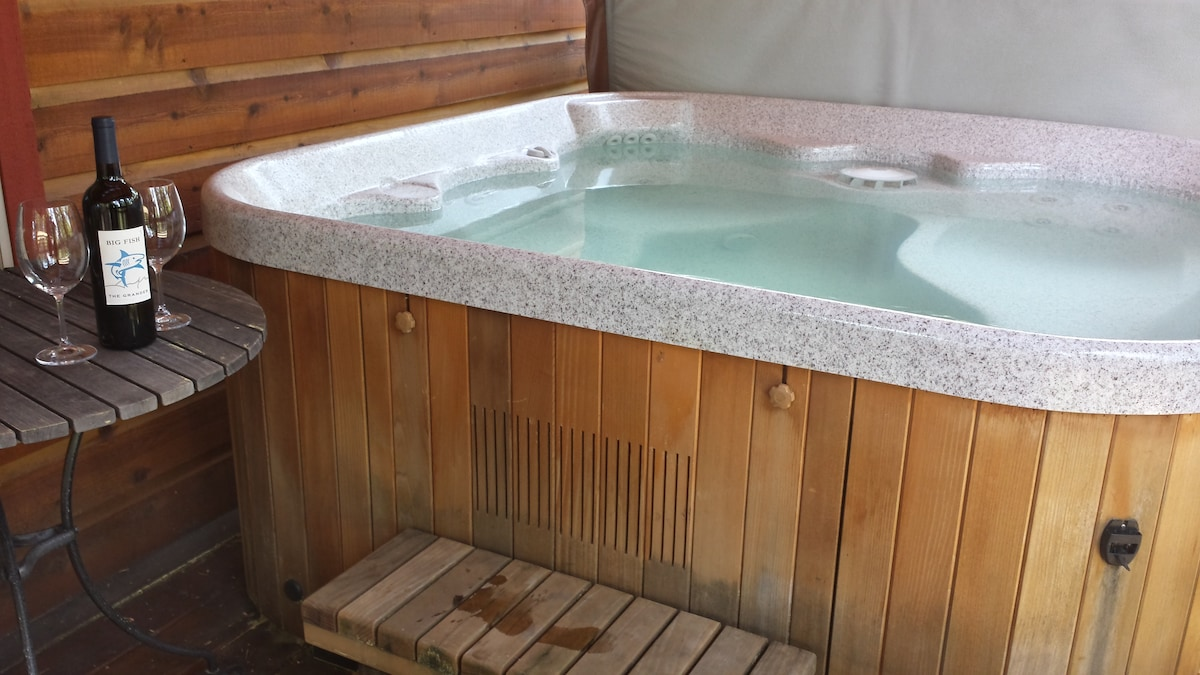 Tranquil Tahoe Donner Home(HOT TUB)