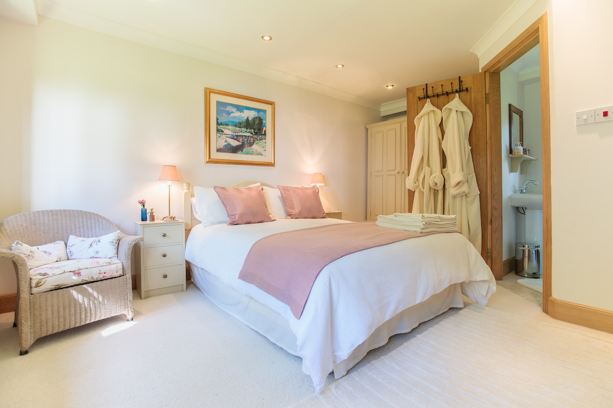The Endrick double room with ensuite shower room, garden and river views
