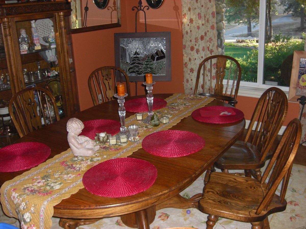 The dining room near kitchen and bedroom