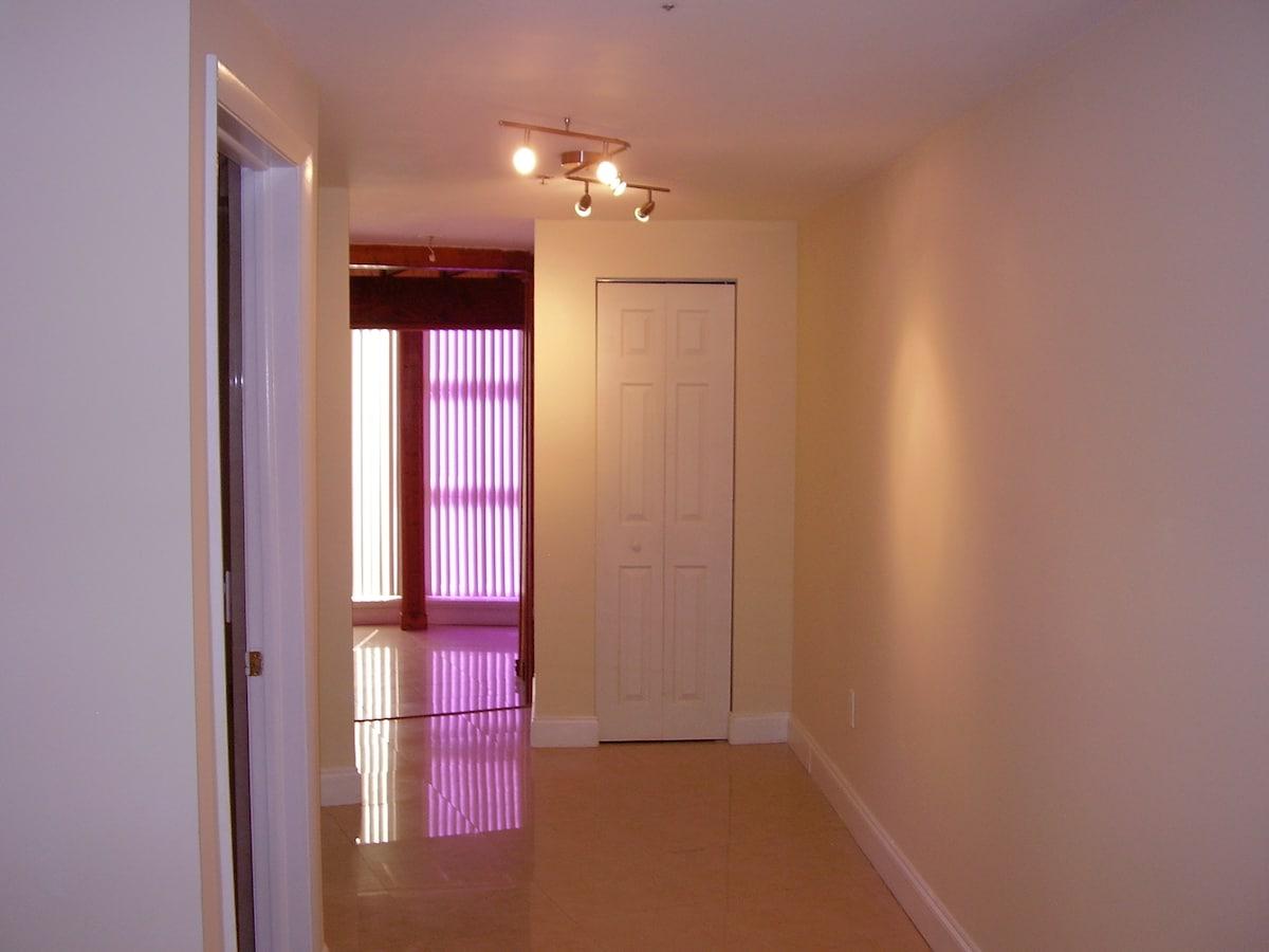 Hallway entering apartment
