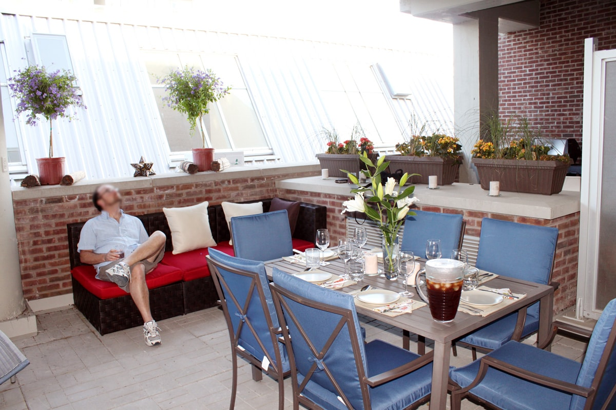 200 sq foot covered terrace, perfect for dining al fresco!