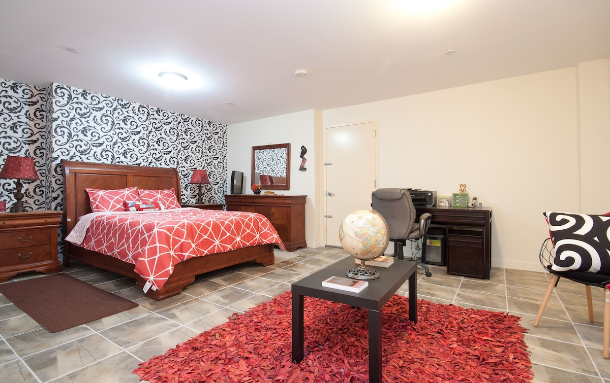 HUGE space: Master bedroom with private on suite 1/2 bath, work desk station, lounging area