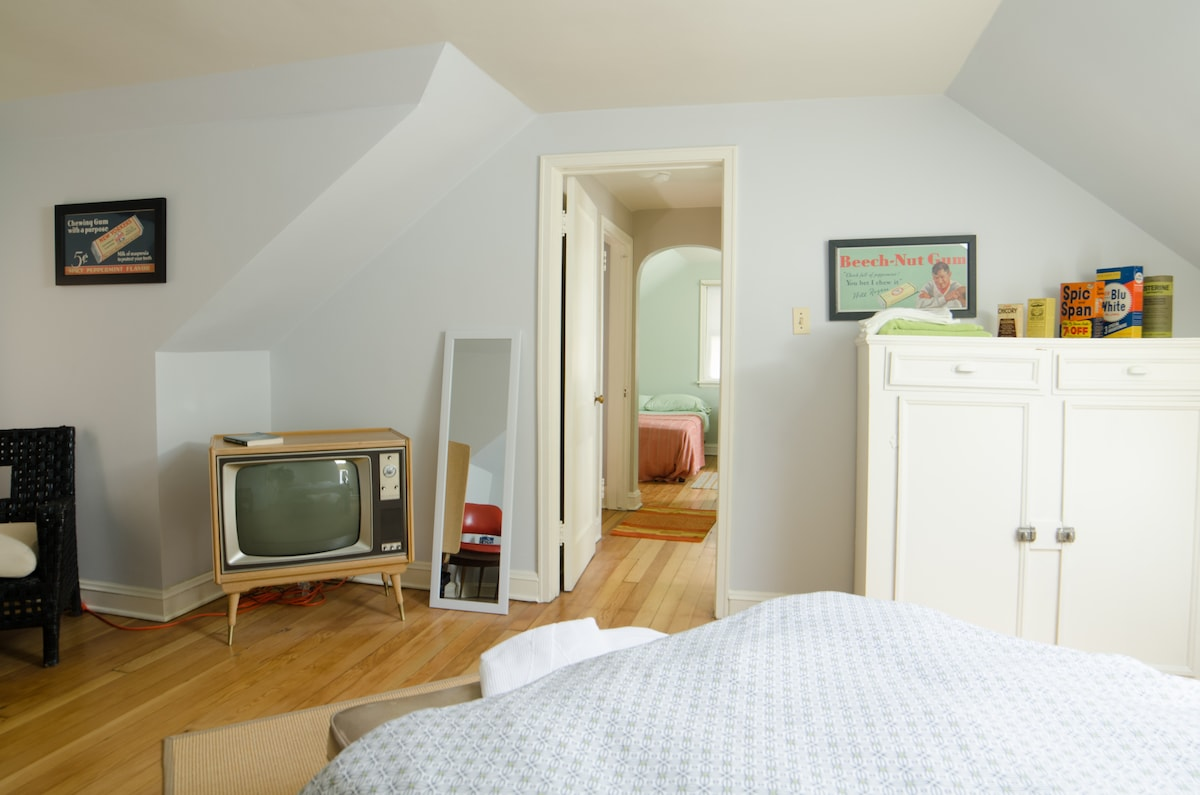 Vintage Private Upstairs Flat 2Beds