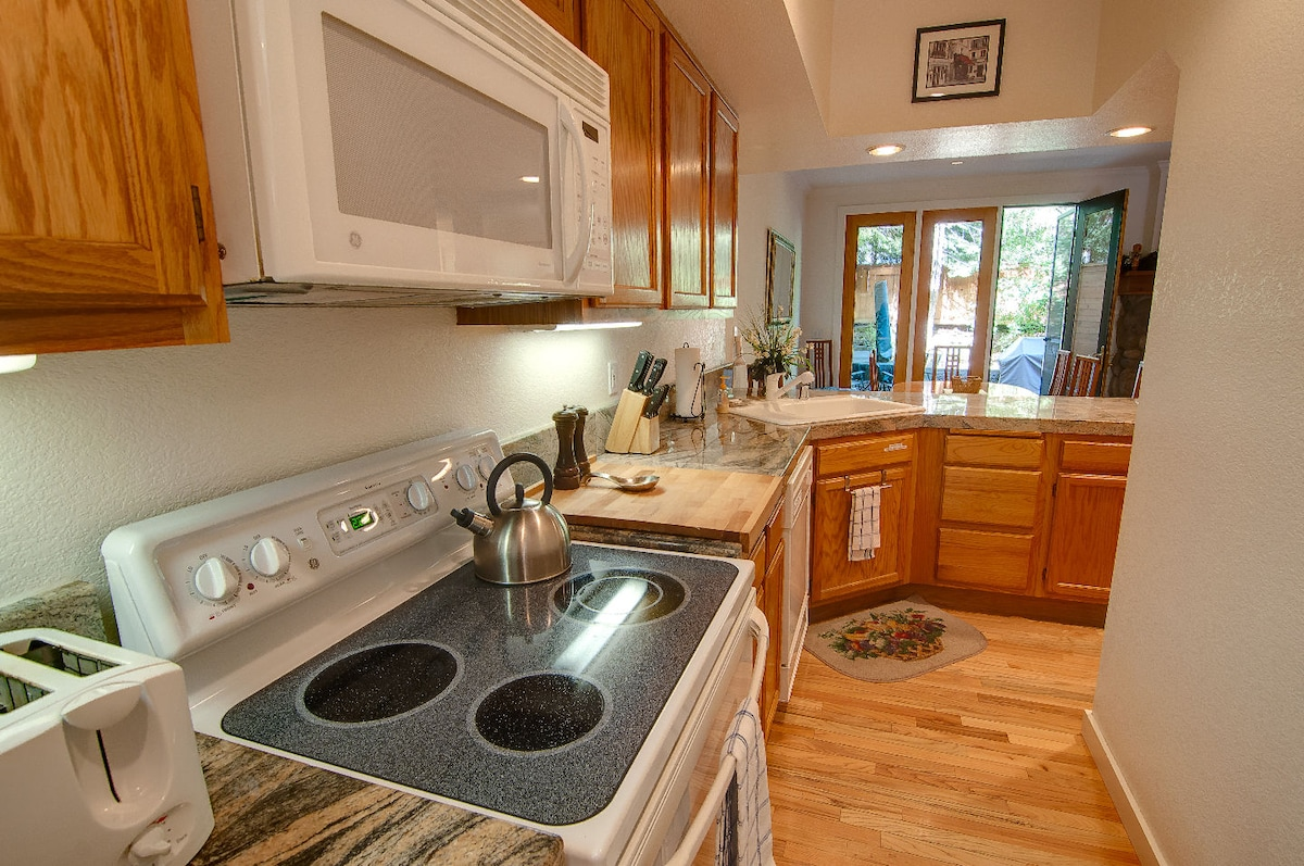 All Electric Kitchen with New Appliances and Granite Countertops - Well appointed