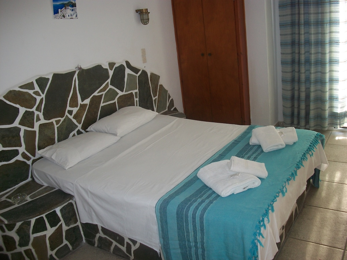 Double room in the port of Ios