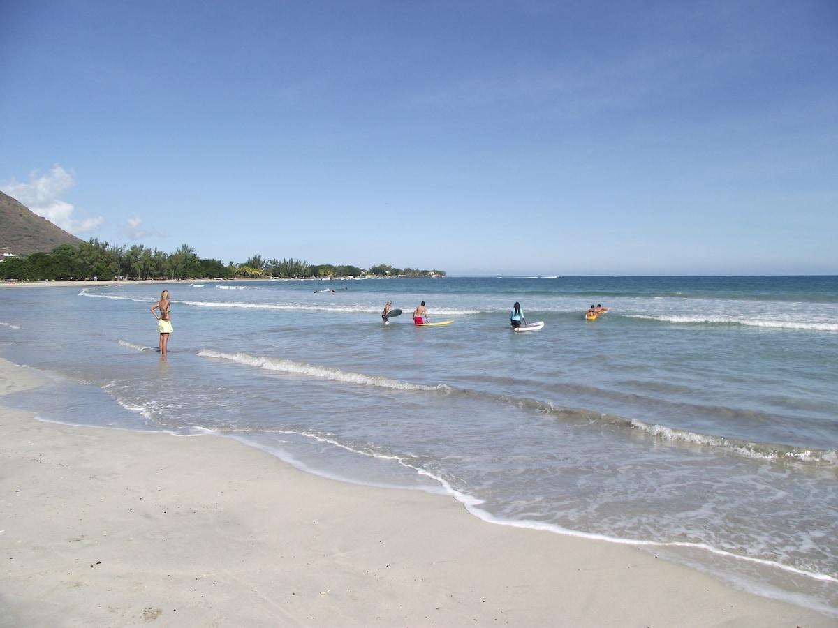 Paddle surf at Tamarin Beach