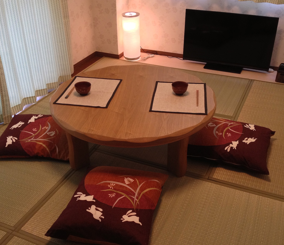 A tatami mat room and a low table