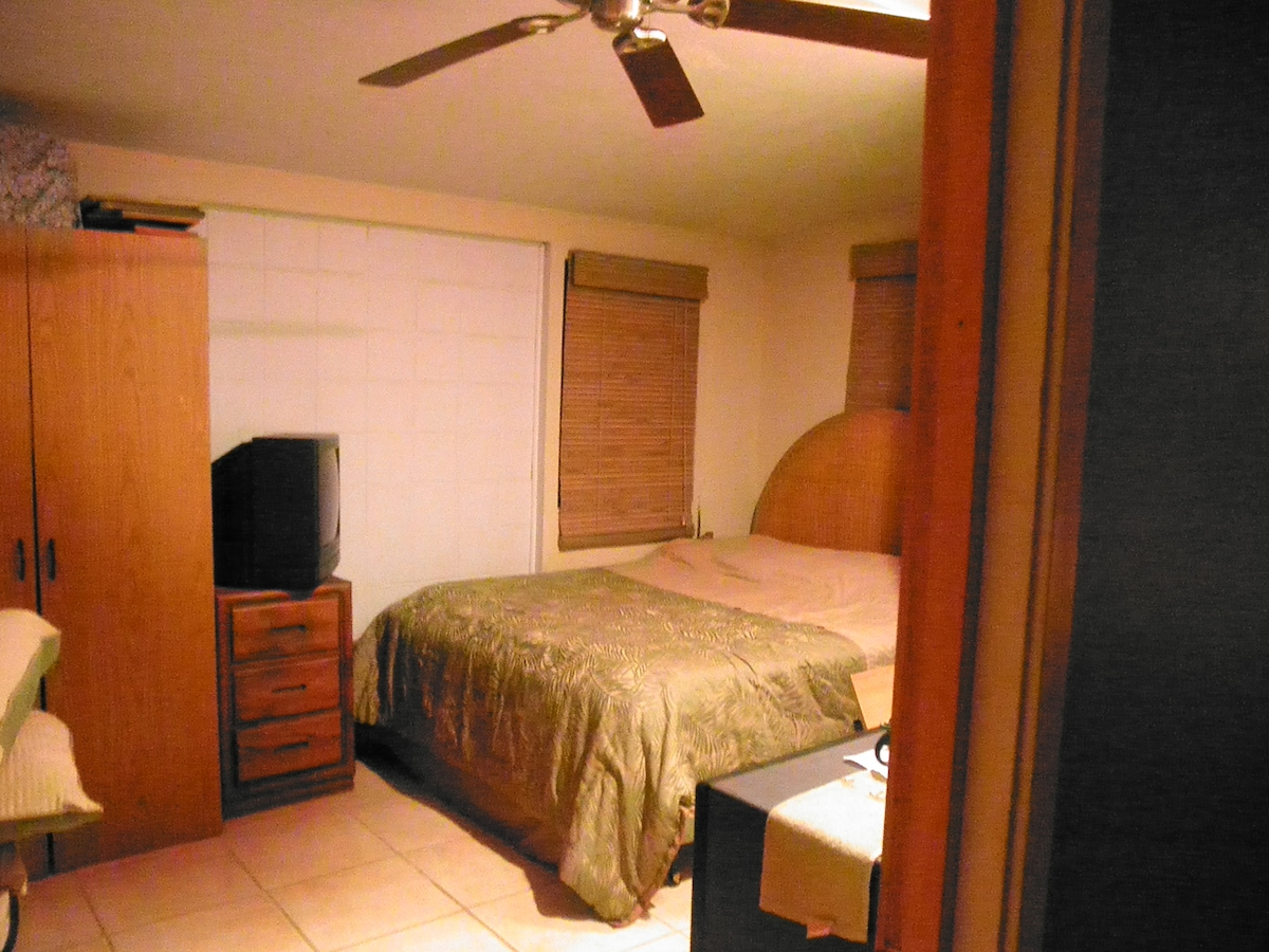 this is Kawailele's room for an extra $50… Kalawai's room pics will be uploaded soon
