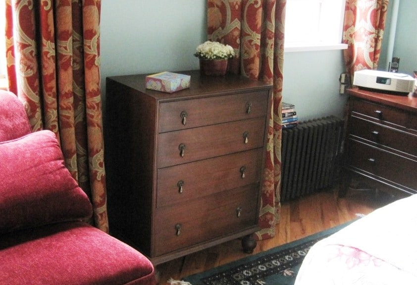 Detail: Bedroom chest to unpack your things and get settled