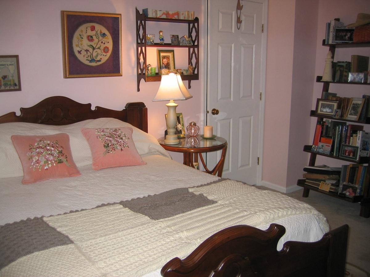Double bed in quiet neighborhood