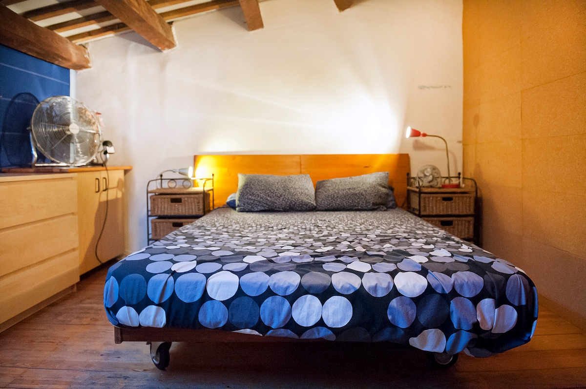 Cozy Loft with Patio in the Raval