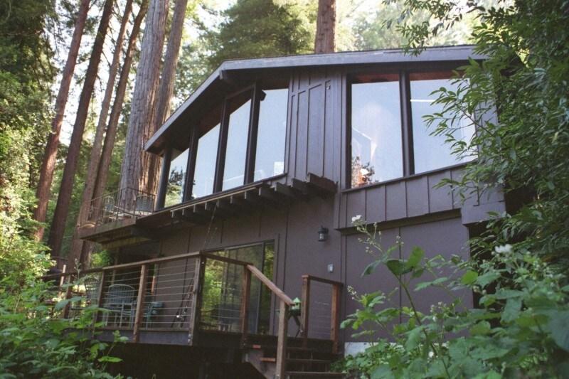 River front, Redwoods & Hottub !