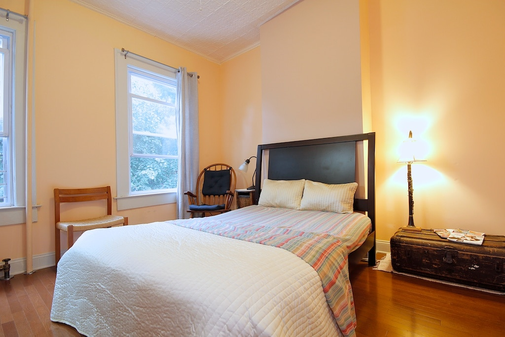 Comfy bed, great room with so many flexible features for you and your traveling companions.