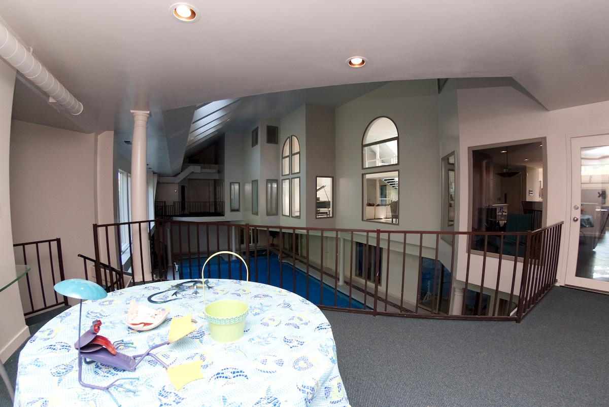 Resort style home w/indoor pool