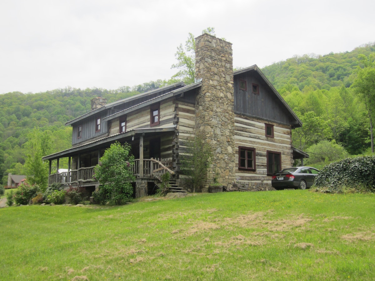 Authentic Hand Hewn Log Cabin In Hot Springs