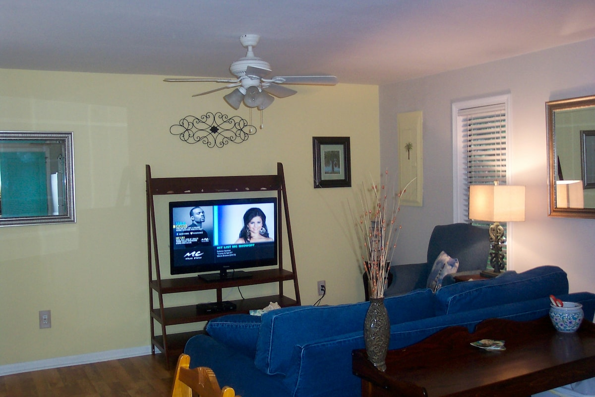 45 in flat screen with Comcast Digital Plus package. Queen sleeper is new Beautyrest.