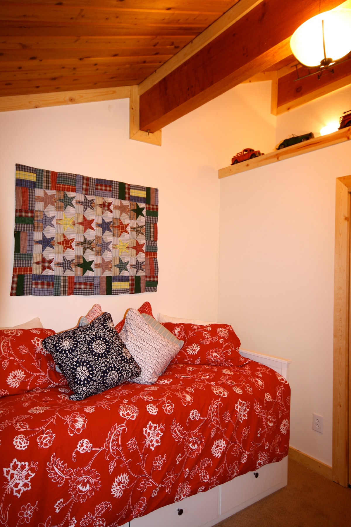 Third beroom with trundle bed for 2 persons.
