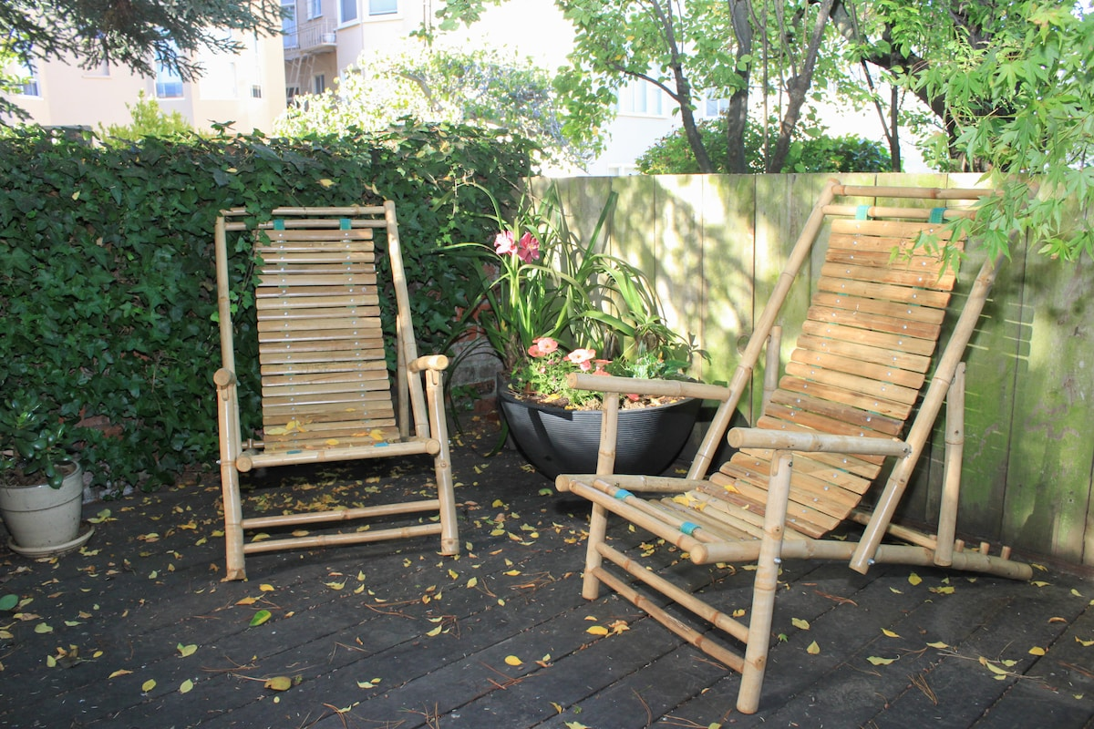 Have a quiet little respite in the garden -- my place is up an alleyway so you won't hear street traffic.  There is also a small outdoor table perfect for snacks and a glass of wine in the evening.