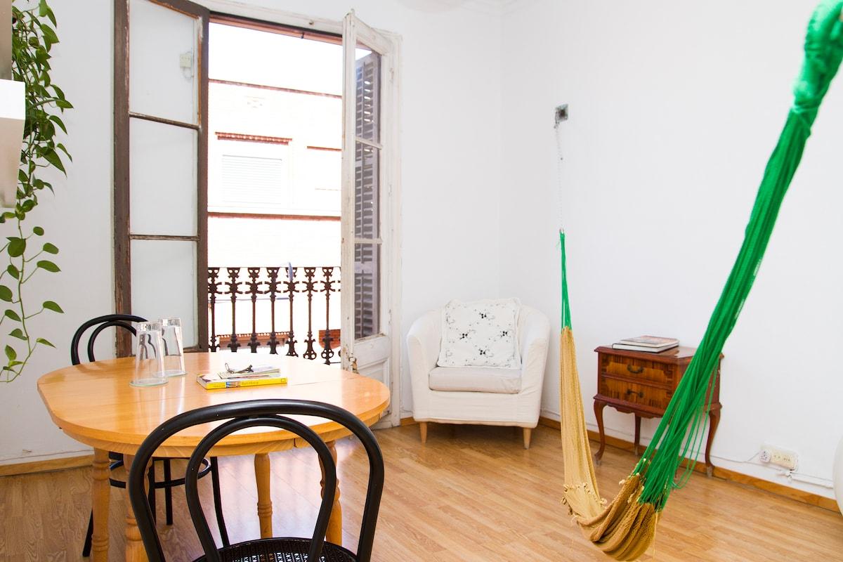 Dinning table, armchair and hammock!!  / Mesa, Sillón y Hamaca