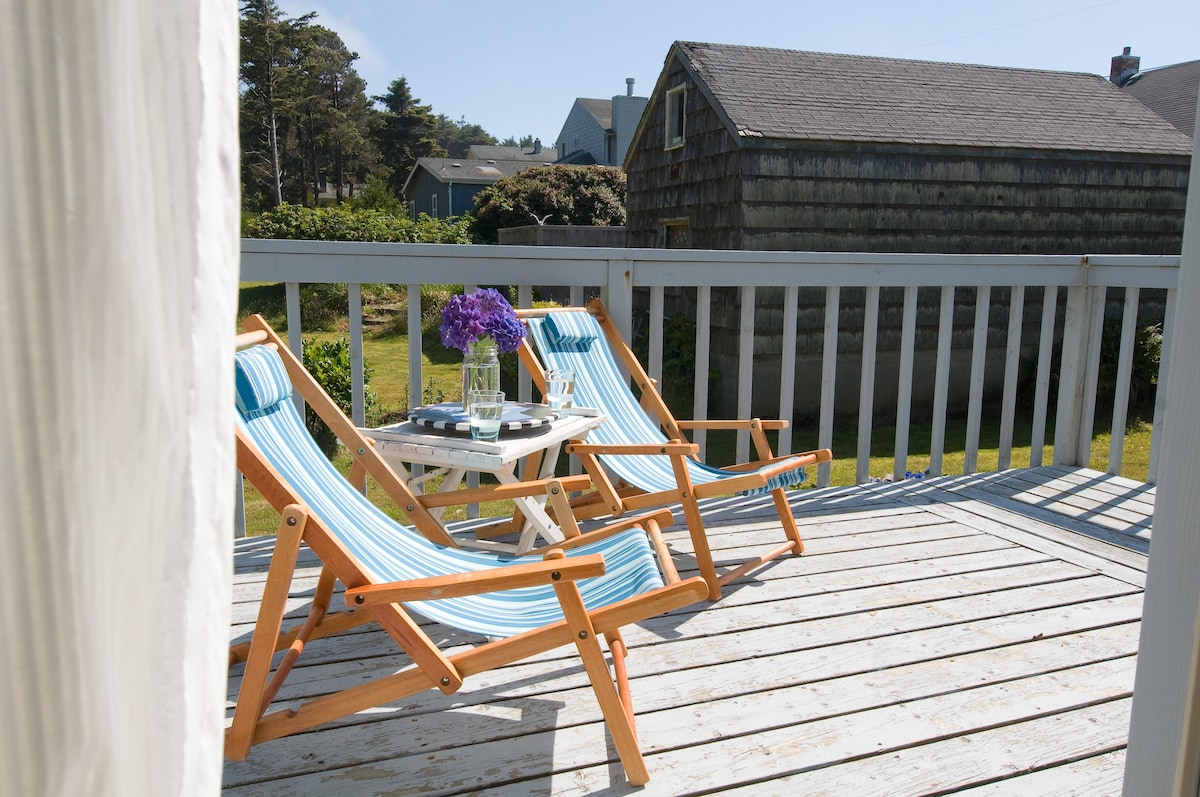 Deck off the dining room for relaxing and enjoying your stay at the beach.