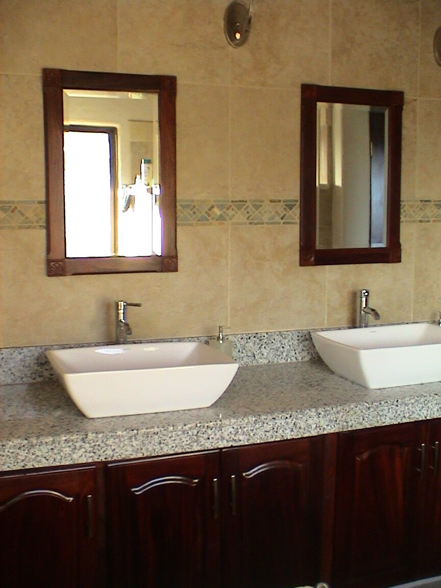 Master bath, granite, dual sinks