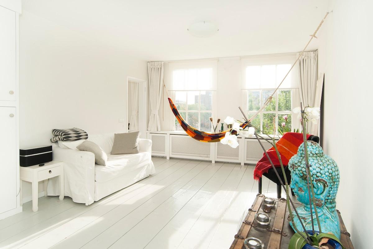 Beautiful apartment Rembrandtplein!