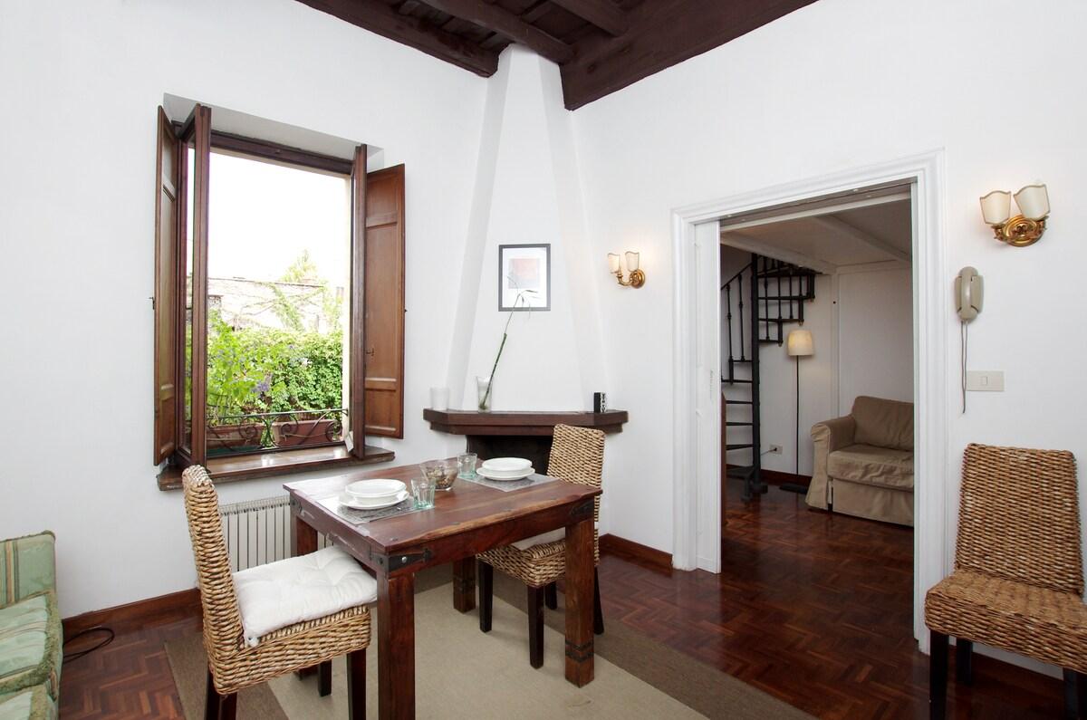 Lungara, lovely flat in trastevere