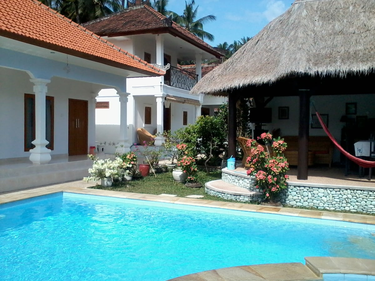 3 Bedrooms, Pool, suitable 6 person