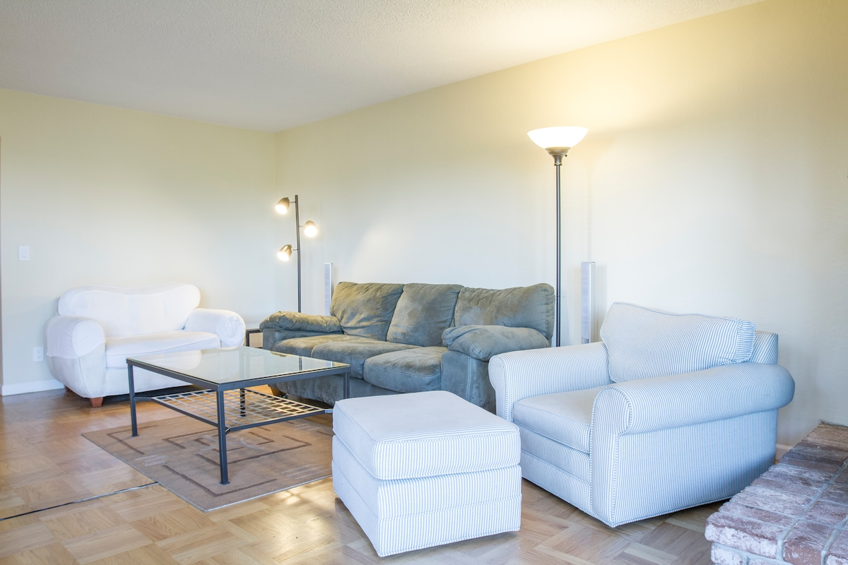Large central 3BR/2BA with parking