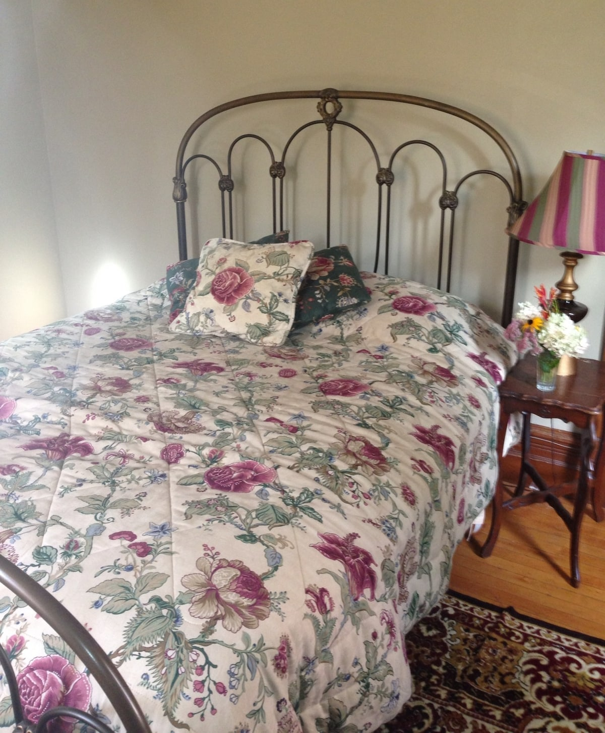 Cozy Victorian Retreat