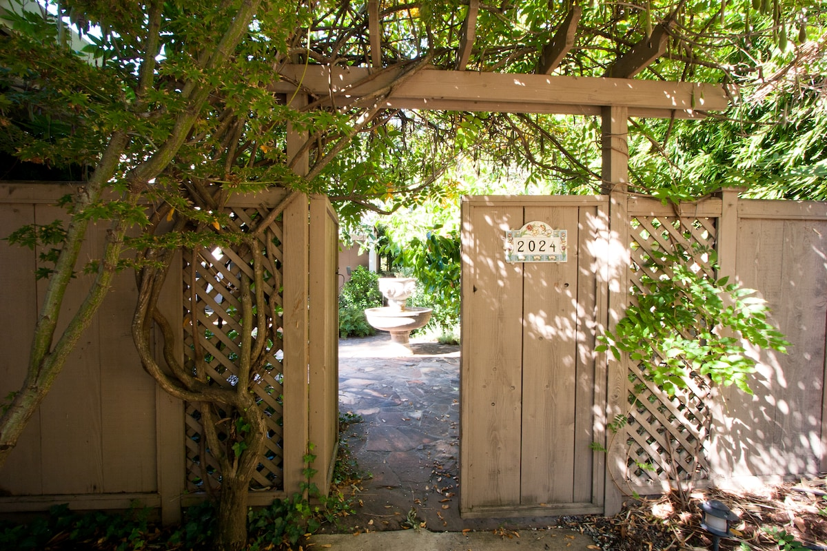 Private entrance/walk to Stanford