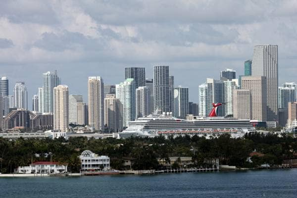 view from the Balcony , the living room of the Downtown Miami skyline , Crusie ship port , and the Islands