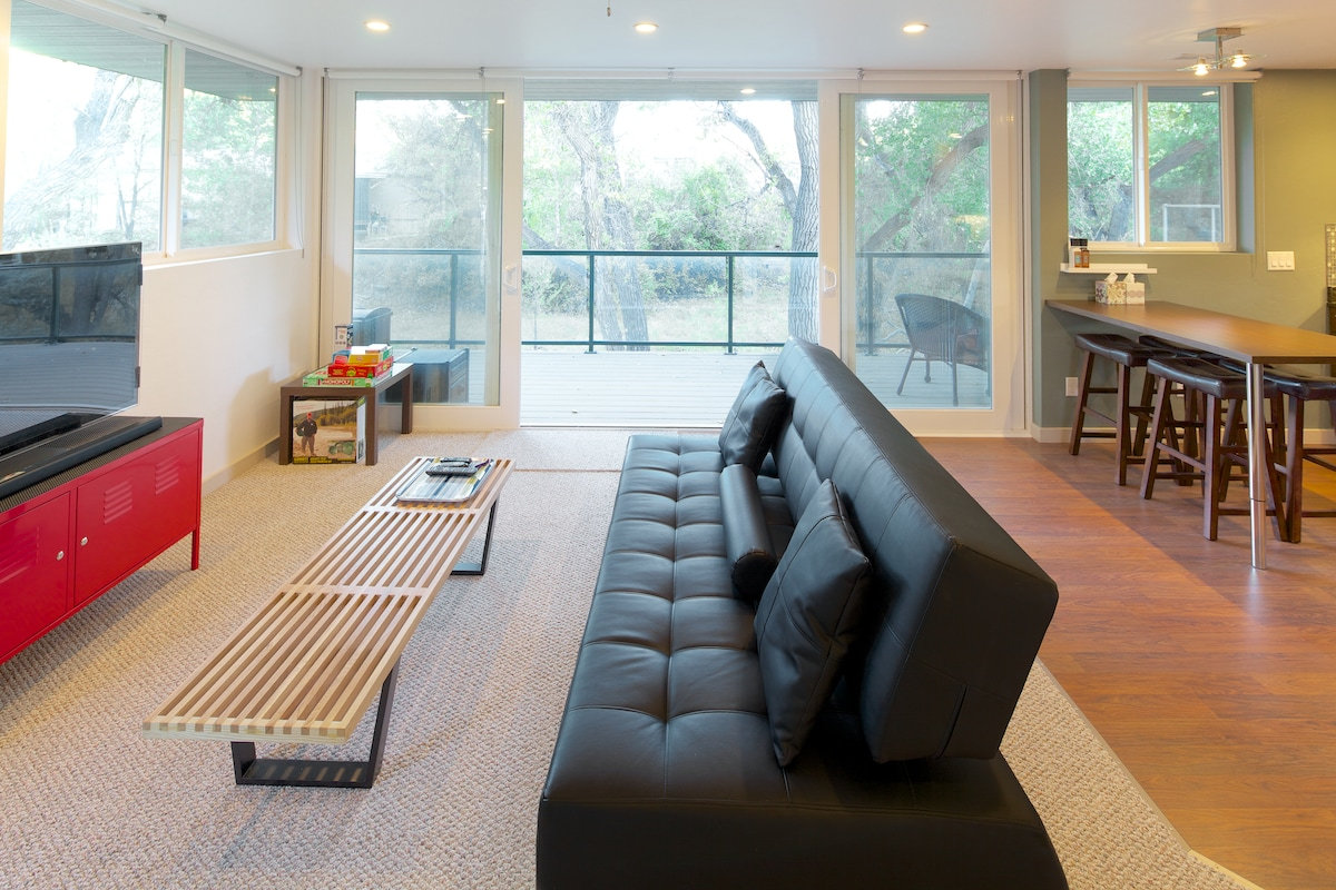 Slide both patio doors open and let the fresh air in!