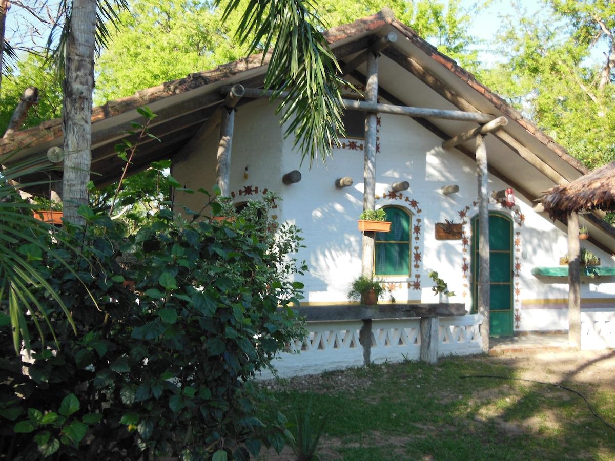 The lodge/la cabaña